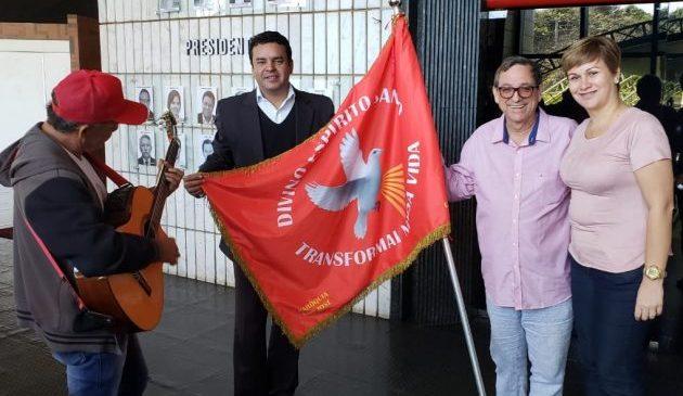 Fertel recebe a visita da Bandeira do Divino Espírito Santo