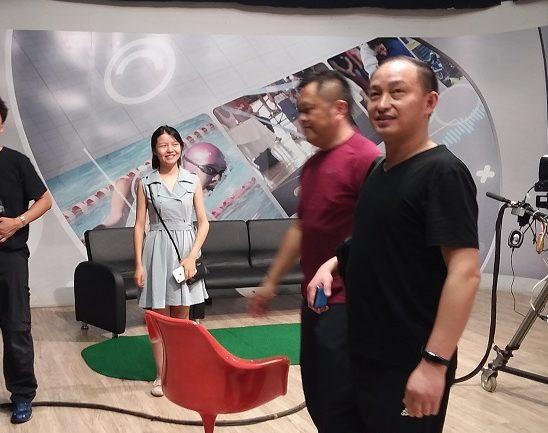 """Chineses fazem """"tour"""" e se encantam com o prédio e a torre da TVE Cultura MS"""