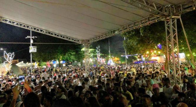 Show da virada lota praça e tem recorde de público em Bonito